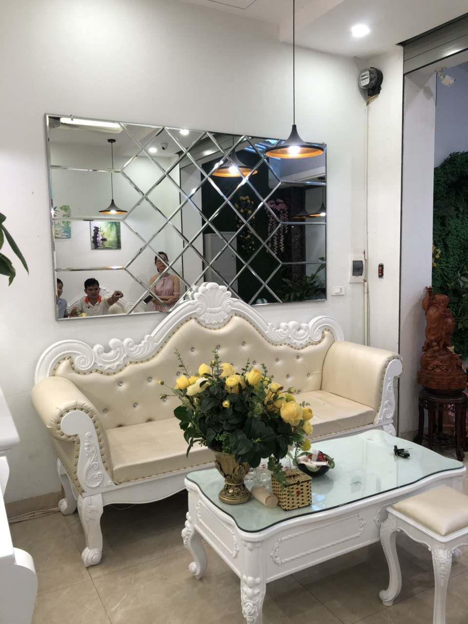 Tạo điểm nhấn cho phòng khách với tấm gương ghép
