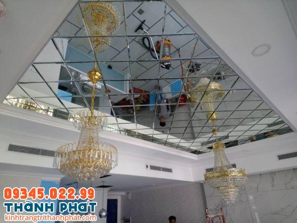 Gương ốp trần nhà