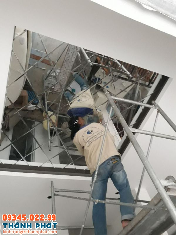 Lắp đặt gương trang trí trần nhà tại tphcm