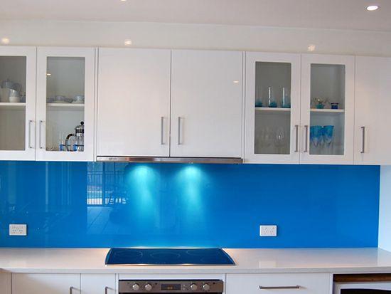 kính ốp bếp màu xanh dương tphcm
