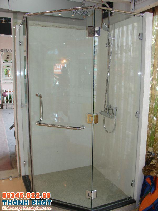 Phòng tắm kính 135 độ