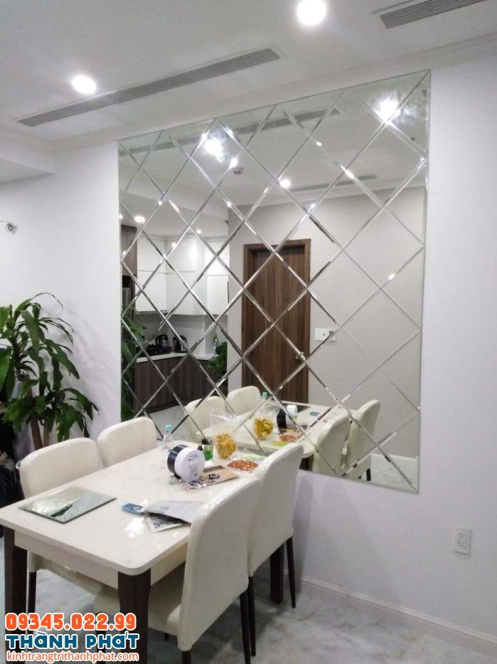 Gương ghép trang trí phòng ăn