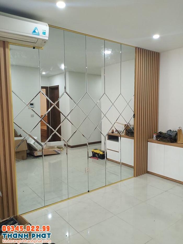 kính gương dán tường