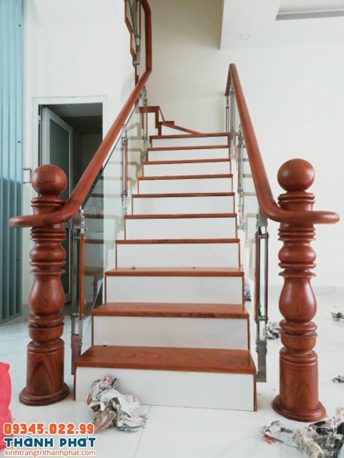 kính cường lực cầu thang