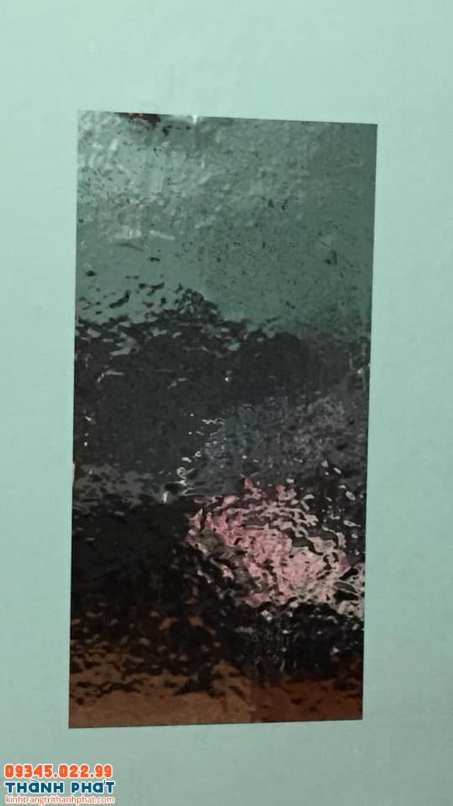 Gương biến dạng không nhìn thấy gì sau khi dán lên tường