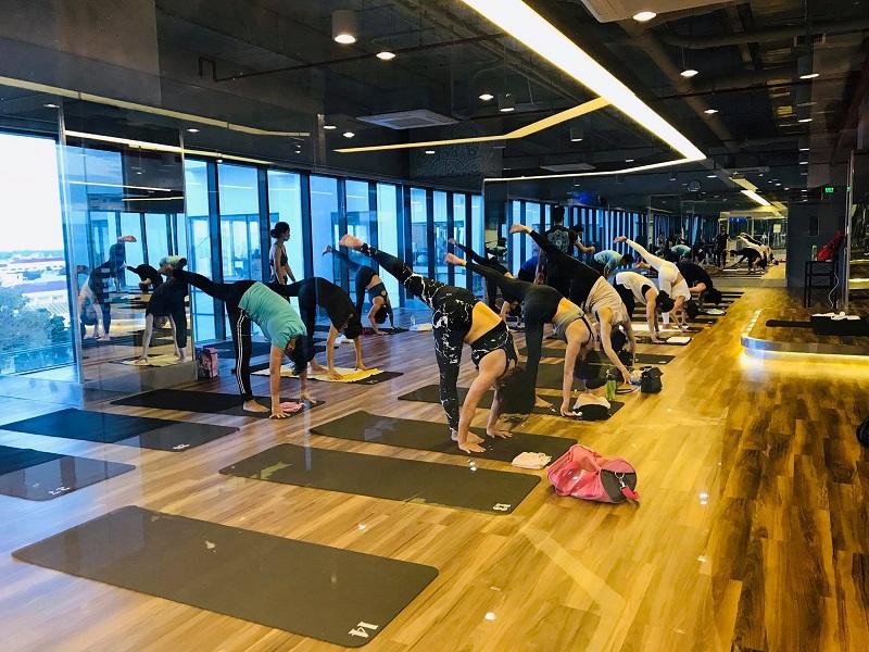 gương trang trí phòng tập yoga