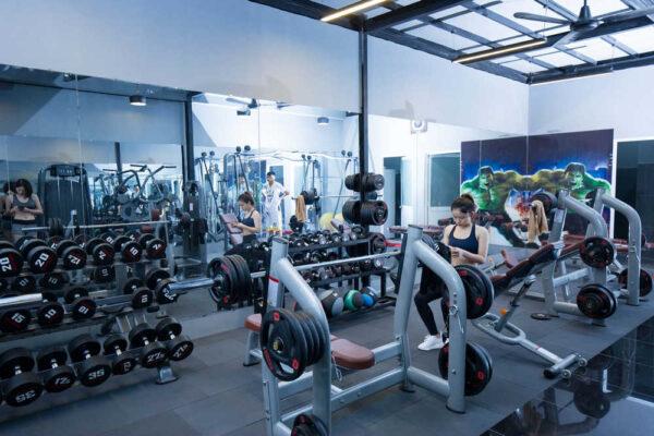 gương kính phòng tập gym
