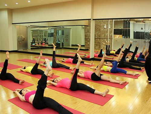 gương ghép phòng tập yoga