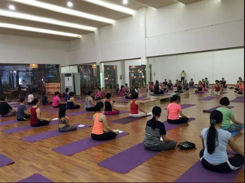 gương soi phòng yoga