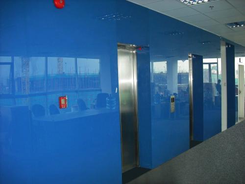 Kính màu thang máy