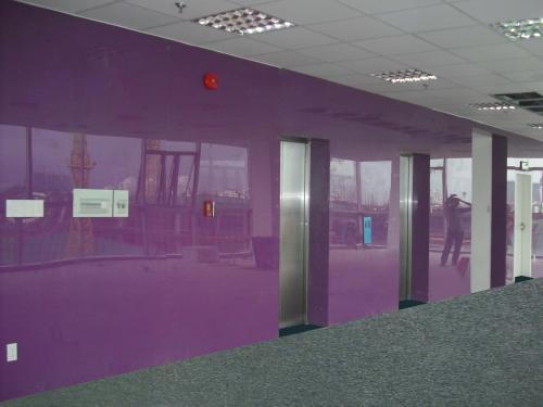 Kính màu dán tường